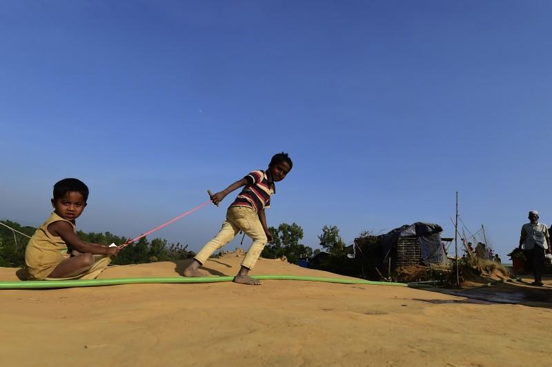 Anak-anak pengungsi Rohingya yang berada di perbatasan Bangladesh. (Foto: AFP)