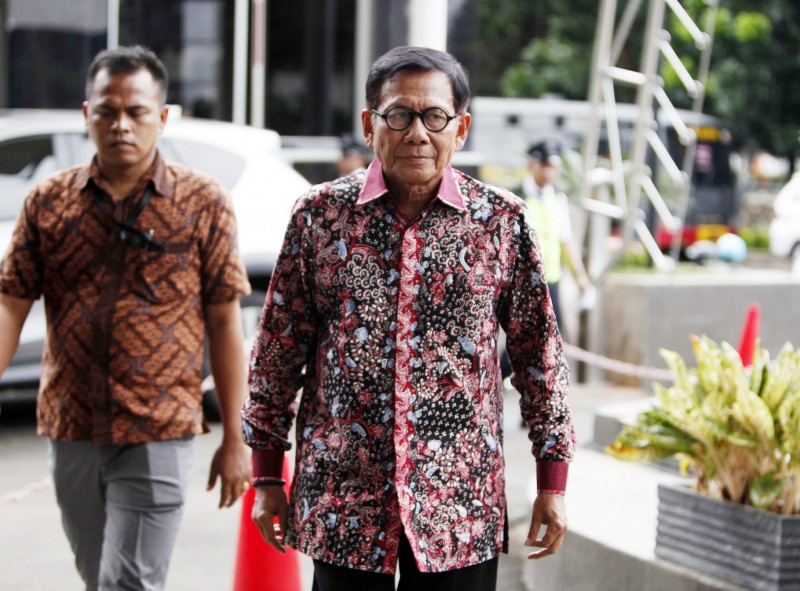 Mantan anggota DPR RI Mohammad Jafar Hafsah berjalan memasuki Gedung KPK, Jakarta. Foto: MI/Rommy Pujianto.