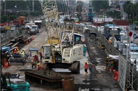 Proses pembangunan MRT. MI/Immanuel..