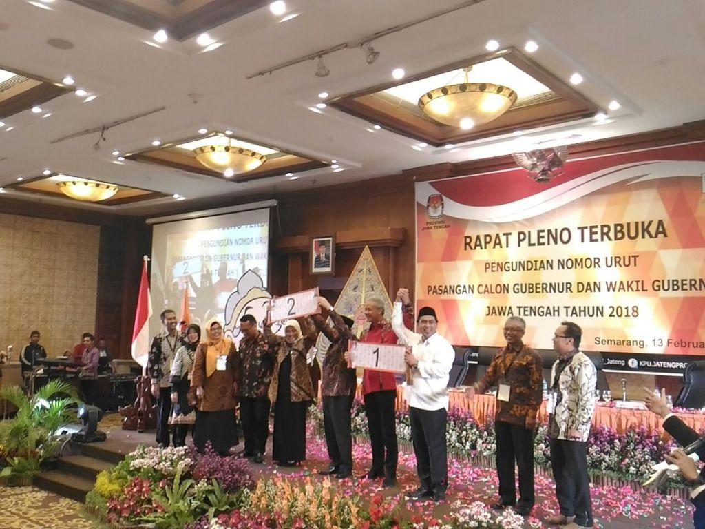 Suasana penentuan nomor urut Pilkada Jawa Tengah dalam rapat pleno KPU di Semarang, Jawa Tengah, Selasa, 13 Februari 2018. Foto: Medcom.id/ Mustholih.