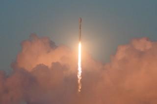 SpaceX Luncurkan Satelit Prototipe untuk Jaringan Global Minggu Depan?