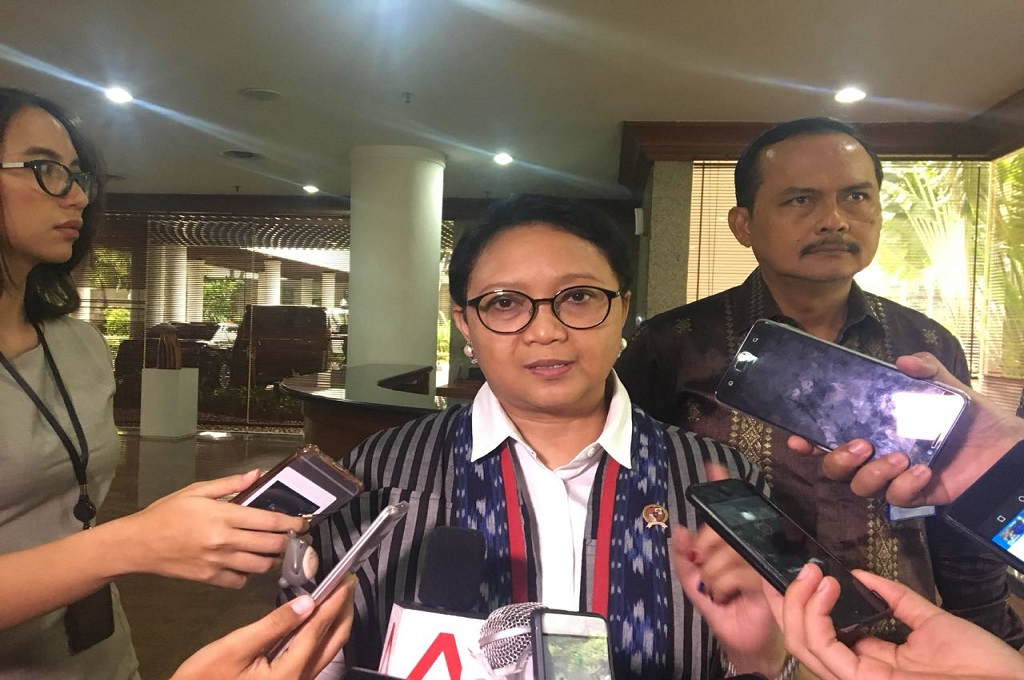 Menlu Retno Marsudi usai bertemu Menlu Singapura Vivian Balakrishnan di Kemenlu RI, Jakarta, Rabu 14 Februari 2018. (Foto: Sonya Michaella)