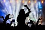 Kata Musikus soal Pelarangan Ponsel dalam Konser
