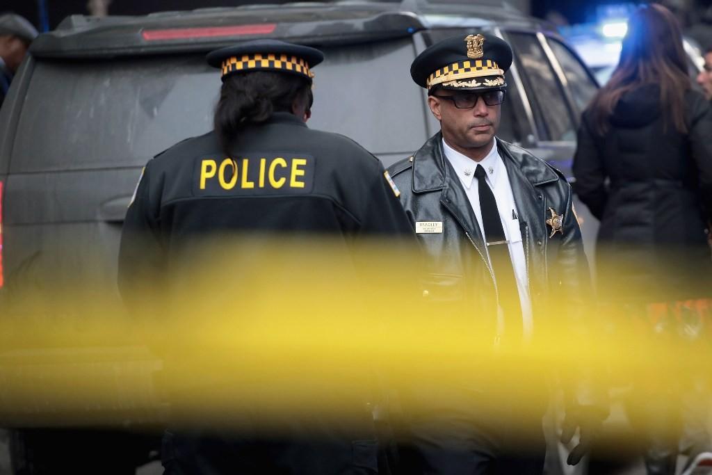 Polisi Chicago di sekitar lokasi penembakan Komandan Paul Bauer (Foto: AFP).