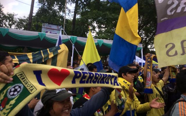 Suporter Persikota Tangerang. (Foto: Gregah/Medcom)