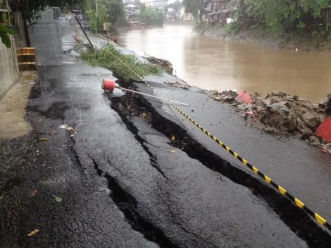 Tanggul Pembatas Kali Ciliwung Roboh, PPSU Siaga