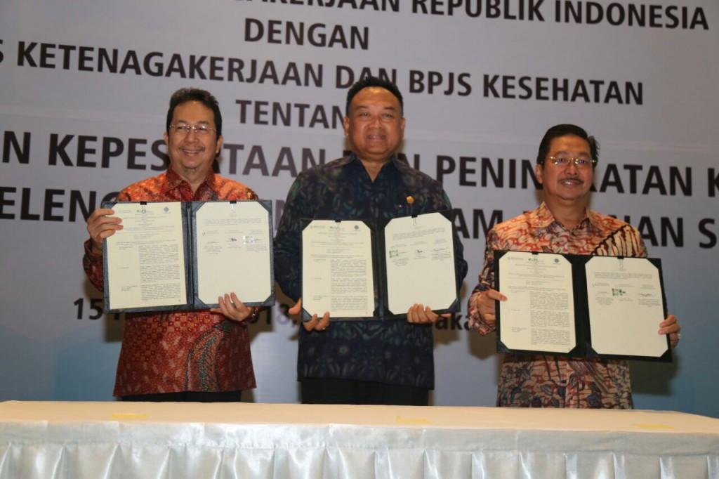 Penandatanganan perjanjian kerjasama Kemenaker dengan BPJS Ketenagakerjaan dan BPJS Kesehatan. Foto: Dok. Kemenaker