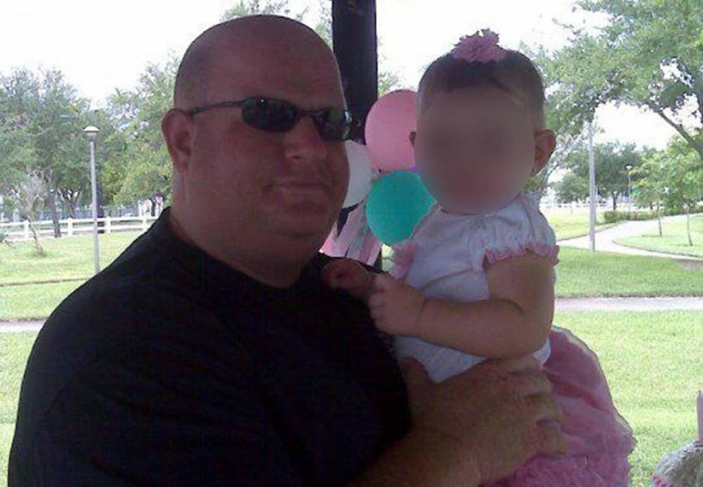 Aaron Feis tewas saat melindungi siswi dari penembakan (Foto: The Independent).
