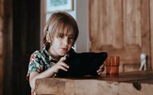 Apakah Perlu Berteman Dengan Anak di Media Sosial?
