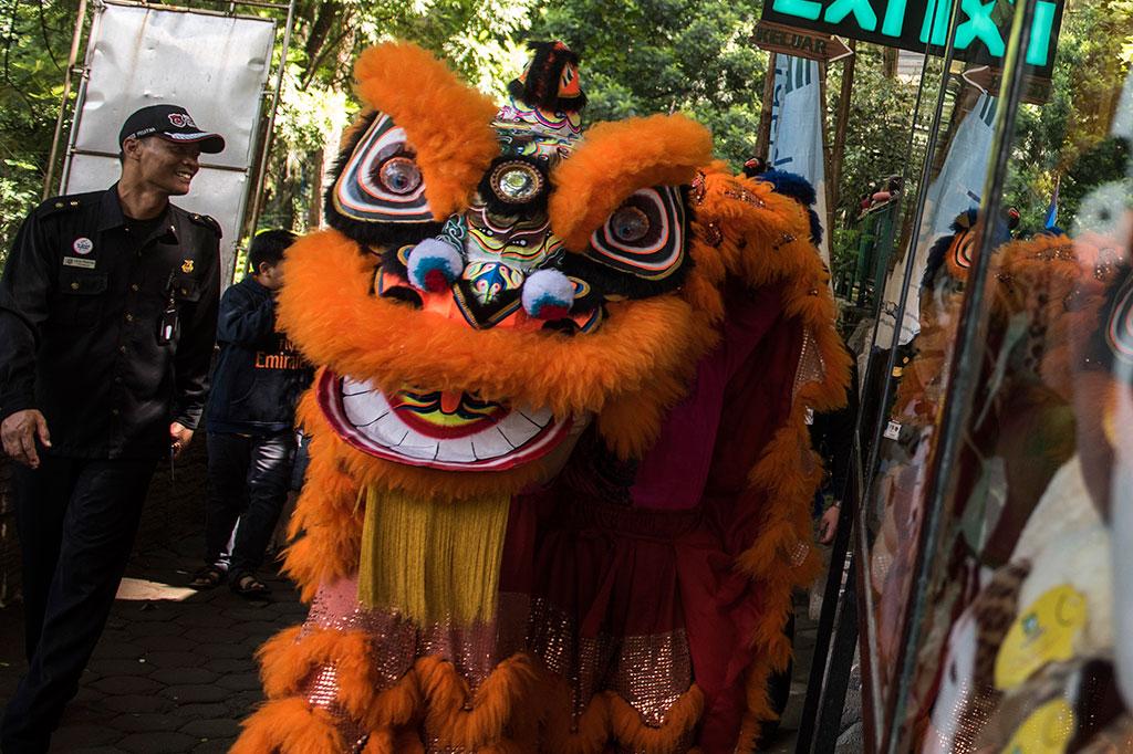 Parade Satwa dan Barongsai Meriahkan Imlek di Bandung