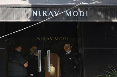 Petugas berada di toko perhiasan Nirav Modi di New Delhi, India,