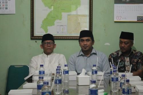 Calon Wakil Gubernur Jateng, Taj Yasin (tengah) menyambangi