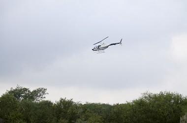 Sebuah helikopter terbang di Nuevo Leon, Meksiko, 10 Oktober