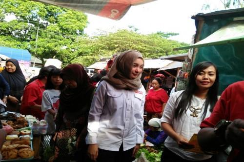 Calon wakli kota Malang Yaqud Ananda Gudban (berkemeja putih)
