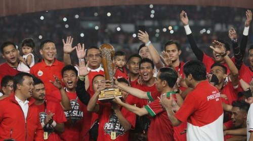 Persija Jakarta merayakan keberhasilan menjuarai Piala Presiden