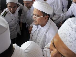 Habib Rizieq Shihab (tengah). (Foto: Antara/Umarul Faruq).