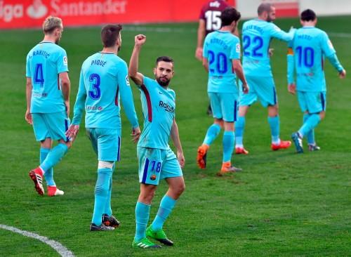 Penggawa Barcelona merayakan kemenangan atas Eibar. (Foto:
