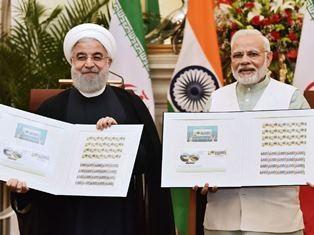 Perdana Menteri India Narendra Modi (kanan) dan Presiden Iran