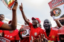 Ratusan Warga Sambut Kedatangan Jenazah Oposisi Zimbabwe