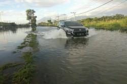 10 Pompa Digunakan untuk Sedot Banjir di Porong