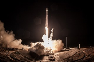 SpaceX Tunda Peluncuran Falcon 9