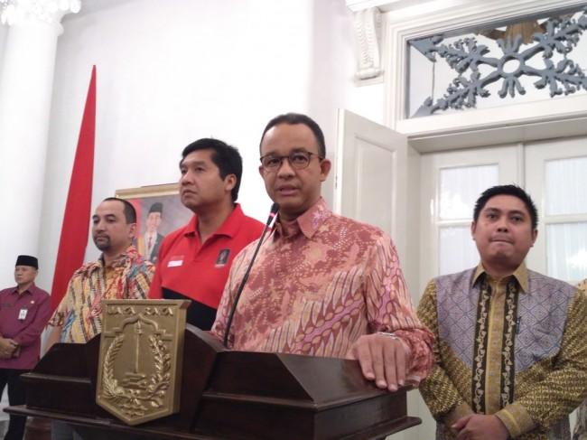 Gubernur DKI Jakarta Anies Baswedan dan Steering Comittee Piala Presiden Maruarar Sirait (baju merah). Foto: Medcom.id/Nur Azizah