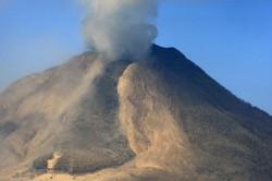 Radius 3 Km dari Puncak Gunung Sinabung Masih Berbahaya