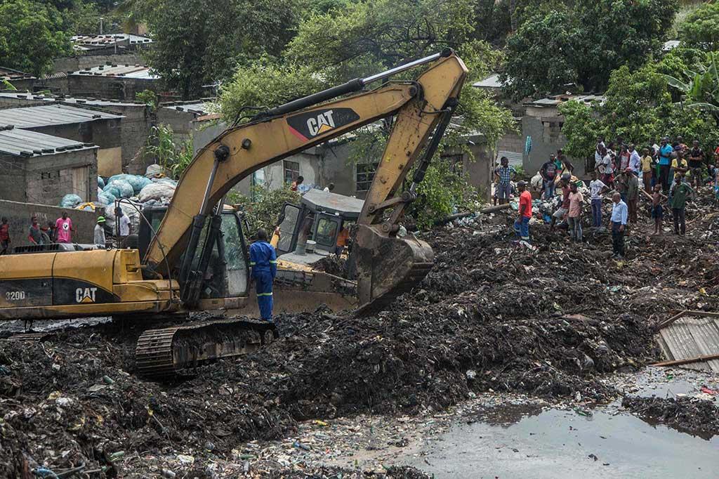 Gunungan Sampah di Mozambik Runtuh, 17 Orang Tewas