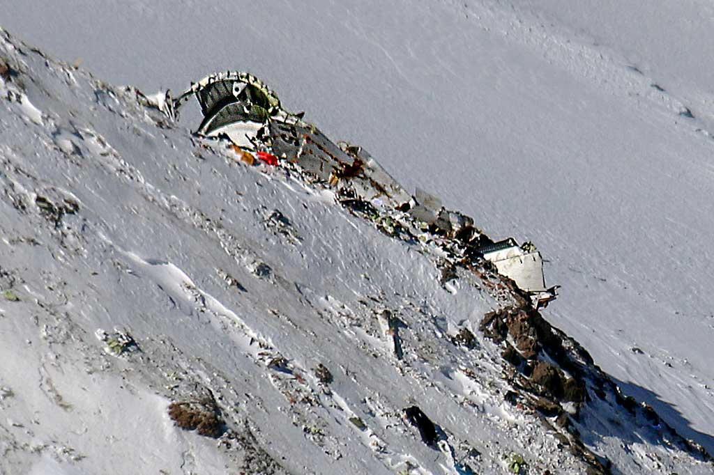 Iran Temukan Reruntuhan Pesawat yang Jatuh