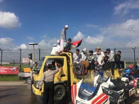 Massa Penyambut Rizieq Dihalau dari Bandara