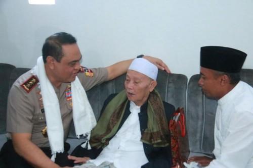 Wakapolri Komjen Syafruddin saat mengunjungi pondok pesantren Al