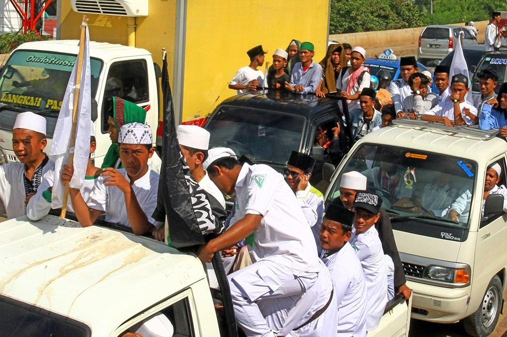Habib Rizieq Batal Pulang, Massa Membubarkan Diri