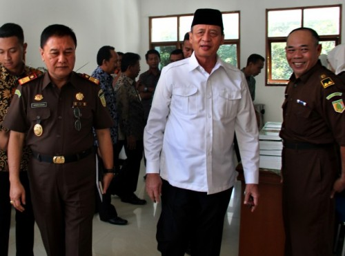 Gubernur Banten Wahidin Halim (tengah) Foto: Antara/Weli Ayu Rejeki.