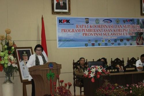 Wakil Ketua KPK Basaria Panjaitan saat menyampaikan materi dalam rapat koordinasi dan supervisi bertema