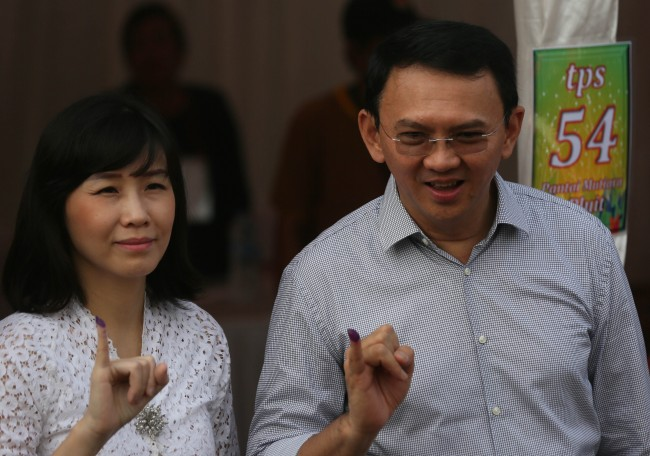 Calon Gubernur DKI Jakarta nomor urut 2 Basuki Tjahaja Purnama atau Ahok bersama Istri Veronica Tan. Foto: MI/Ramdani.