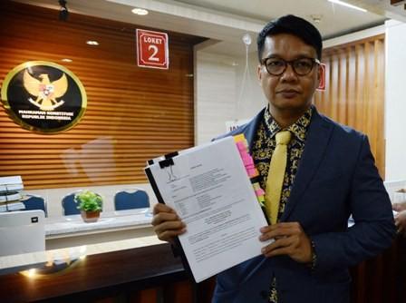 Irman Putra Sidin saat mendaftarkan uji materi UU MD3 di
