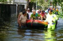 Sambangi Korban Banjir di Demak, Ganjar Setuju Pengadaan Pompa
