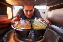 6 Fungsi Microwave Selain untuk Memanggang Roti