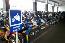 Trik Aman Meninggalkan Sepeda Motor di Parkiran