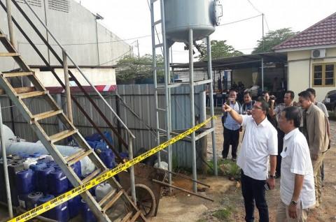 Pabrik Solar Palsu Digerebek di Kabupaten Tangerang