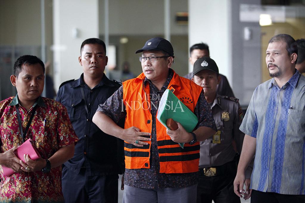 KPK Tahan Tersangka Korupsi IPDN Sumbar