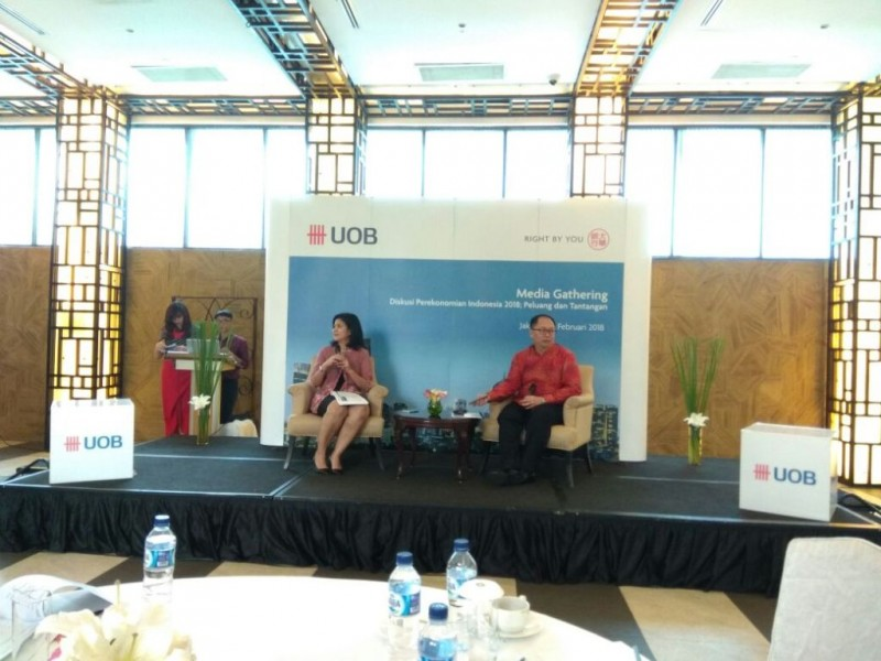 Ekonom UOB Indonesia Enrico Tanuwidjaja (kanan). (FOTO: Medcom.id/Desi Angriani)