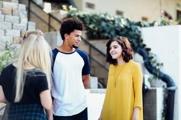 Pentingkah Memperkenalkan Pacar pada Teman?