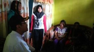 Gus Ipul Gelar Tahlil di Rumah Korban Banjir