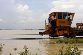 Rel Kereta di Brebes Terendam Banjir