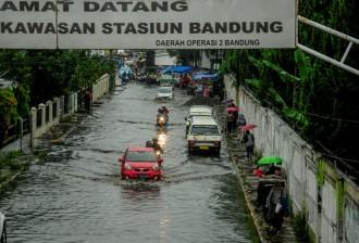 Calon Wakil Wali Kota Yana Janjikan Bandung Bebas Banjir