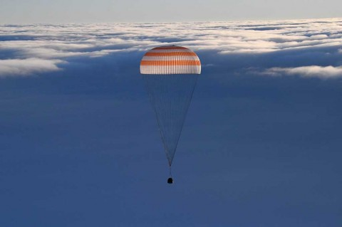 Tiga Antariksawan Kembali ke Bumi dari ISS