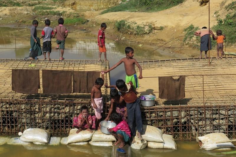 Anak-anak Rohingya di Kutupalong, Cox's Bazar, perbatasan Bangladesh-Myanmar. (Foto: ANTARA)
