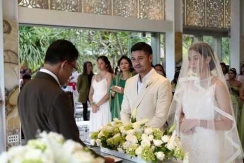Foto-Foto Eksklusif Pernikahan Chicco Jerikho dan Putri Marino