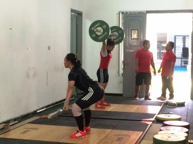 Atlet angkat besi di pemusatan latihan nasional di Mako Lanmar, Senen, Jakarta Pusat-Medcom.id/Monic